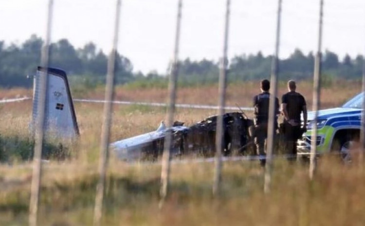 Srušio se blizu piste na aerodromu Orebro