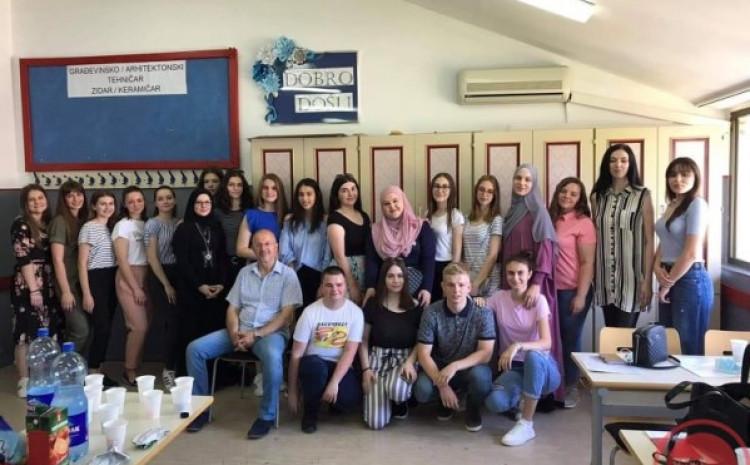 Gračanica: Svi učenici razred završili sa odličnim uspjehom