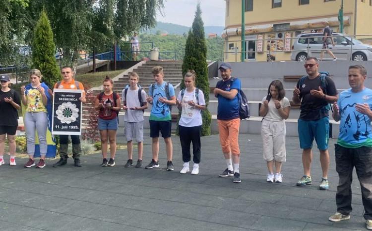 Učenje Fatihe ispred spomenika ubijenoj djeci Goražda u periodu 1992 – 1995.  godina