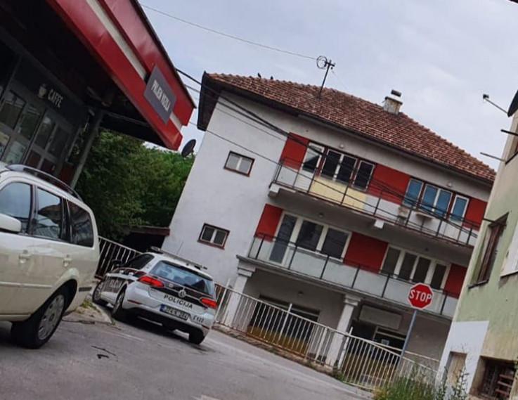 Policija ispred kuće Mehmedagića