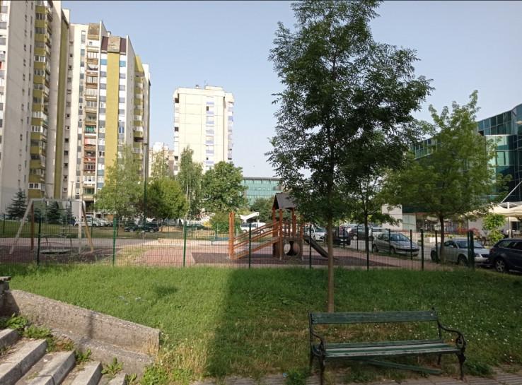 Dječije igralište nalazi se u centru naselja