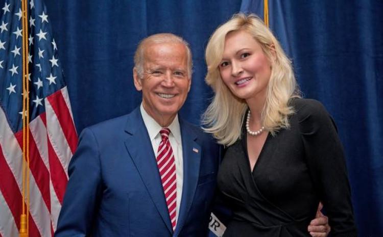"""Predsjednik SAD Džo Bajden i profesorica i naučna istraživačica na Univerzitetu """"Columbia""""Amra Šabić-el-Rejes"""