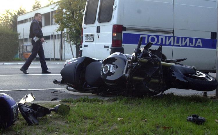 Motocikl se sudario s  neidentifikovanim vozilom