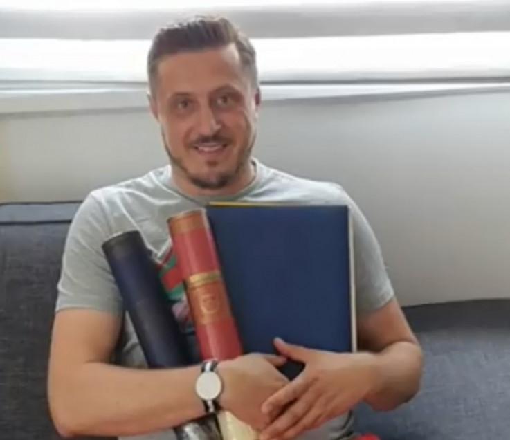 Armin Ćatić: U rukama drži diplome dodiplomskog i master studija