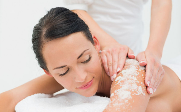 Glavna svrha pilinga je uklanjanje nečistoća i mrtvih stanica kože