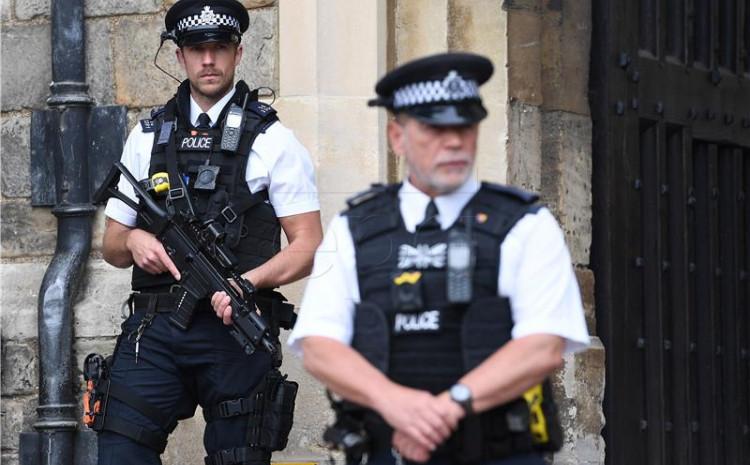Nepoznat motiv napada na policajce