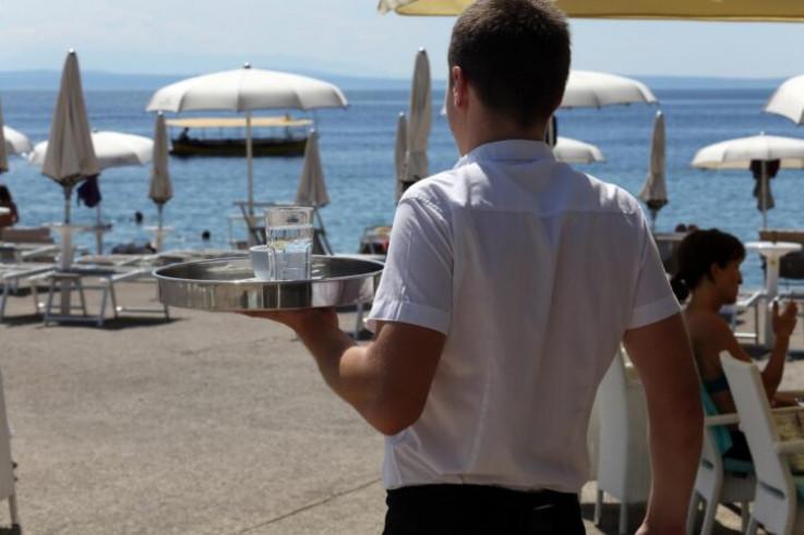 U Budvi traže konobare: Plaća od 600 eura
