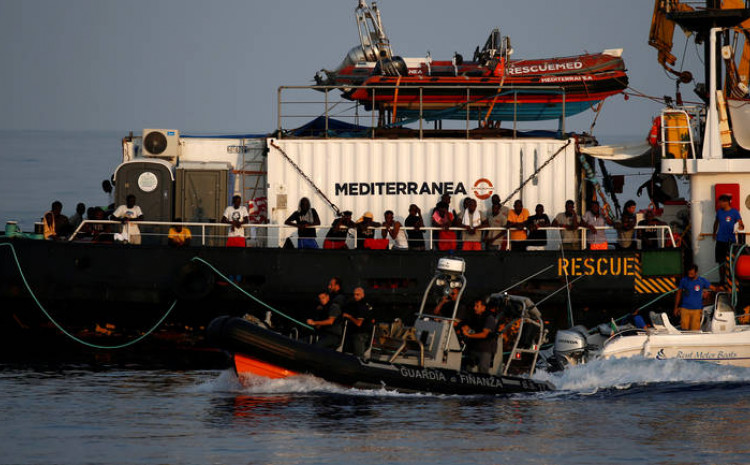 Na brodu je bilo oko 400 ljudi