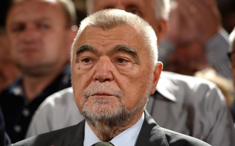 Stjepan Mesić: Ako Dodik nastavi ovako, uvrstit će sam sebe u listu zločinaca
