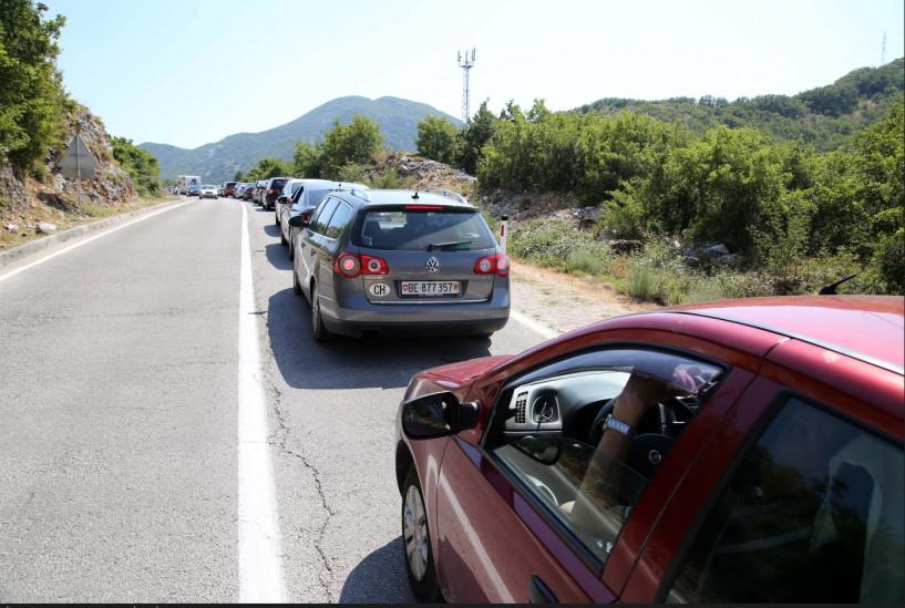 S lica mjesta: Svi požurili na crnogorsko primorje