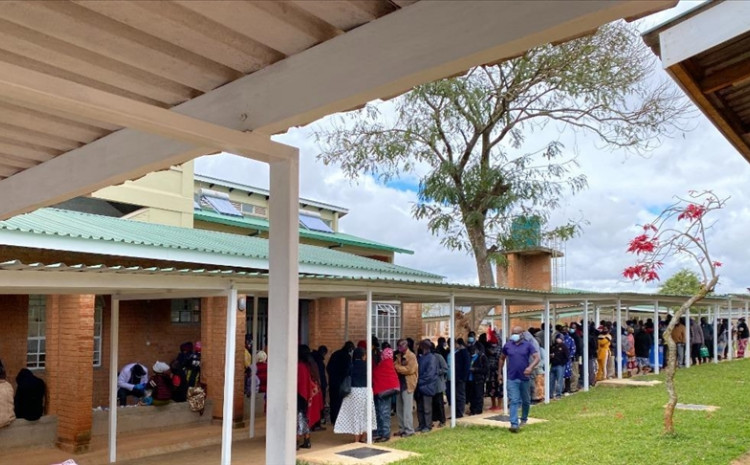 Malawians queue in Blantyre to get vaccinated after COVID-19 vaccination centres re-opened on Monday