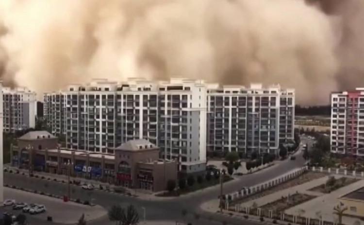 Grad prekriven prašinom