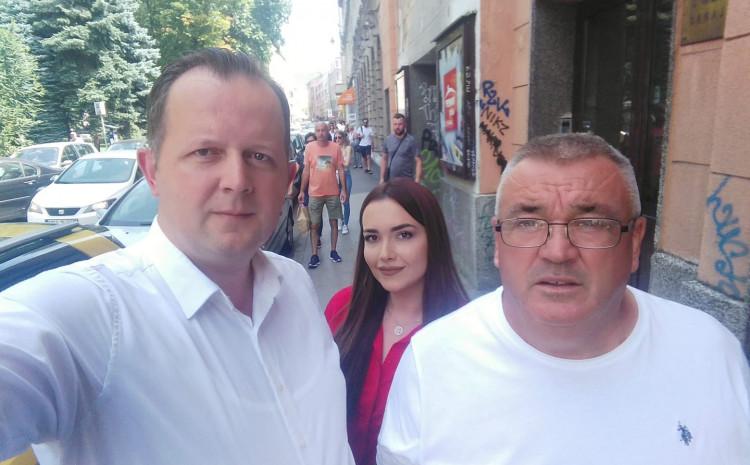 Memićs on their way to the Court