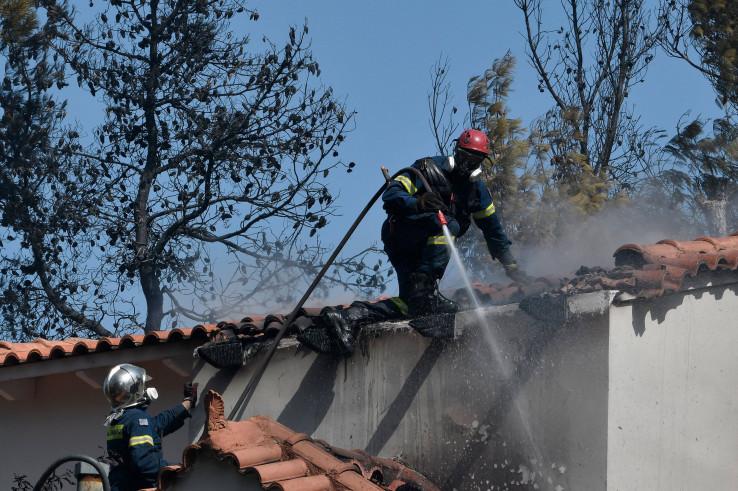 Požar se približava naseljenim područjima