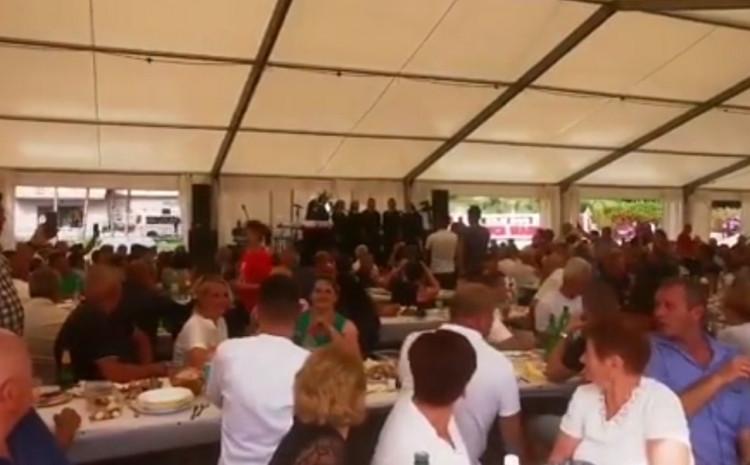 Veliki broj okupljenih