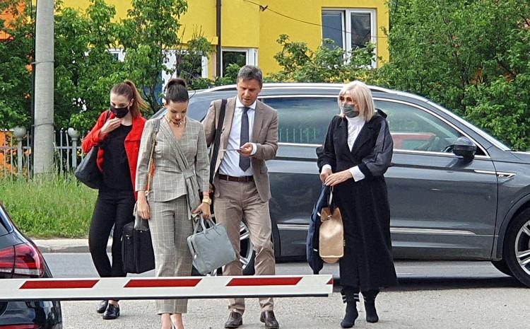 Novalić s advokatima tokom dolaska na jedno od ranijih ročišta