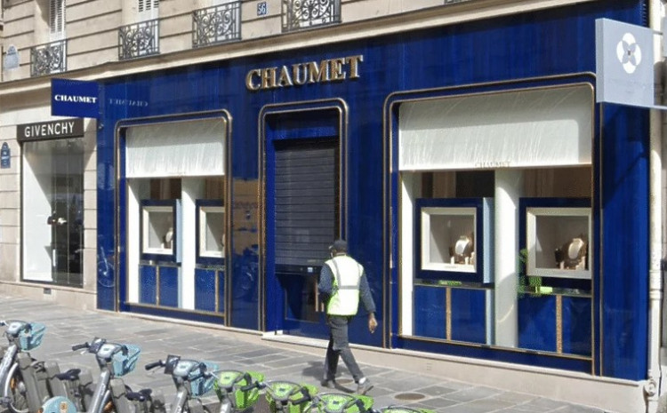 Muškarac opljačkao parisku draguljarnicu na električnom romobilu