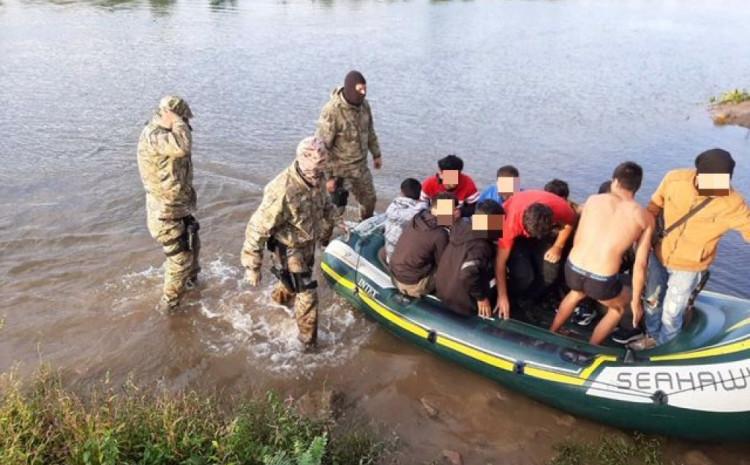 Čamcima krijumčarili migrante