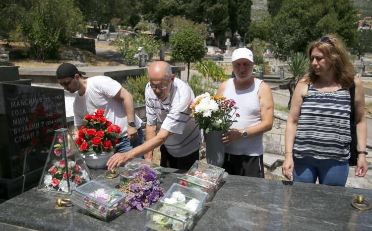 Glavovići stigli iz Švedske na odmor u Trebinje