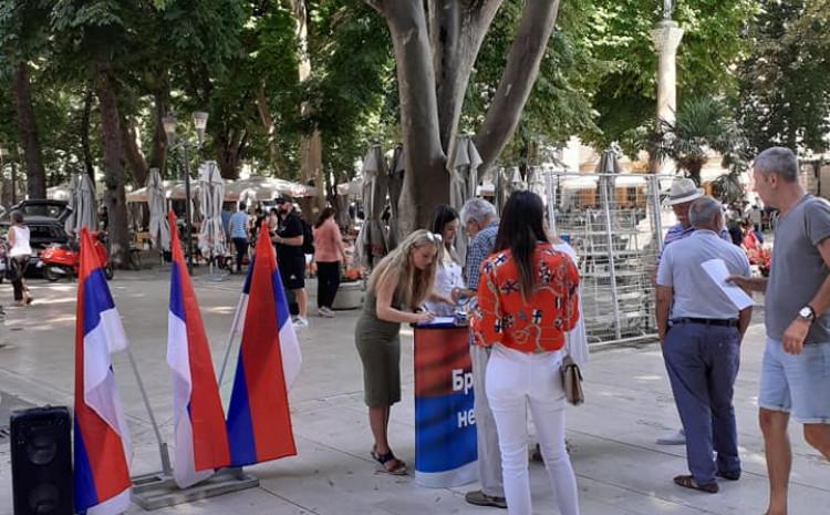 Potpisivanje peticije u Trebinju