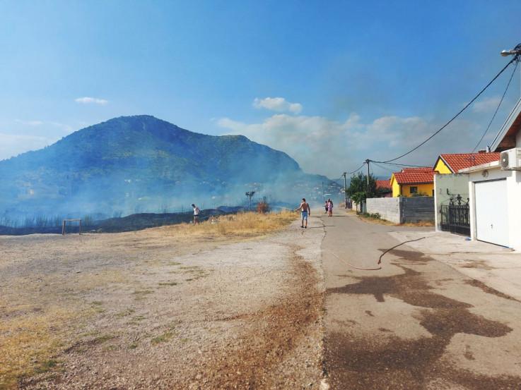 Vatrogascima pomagali mještani