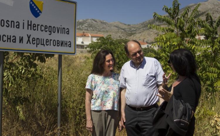 Iz OHR-a potvrdilo da je Šmmit stigao u BiH s porodicom