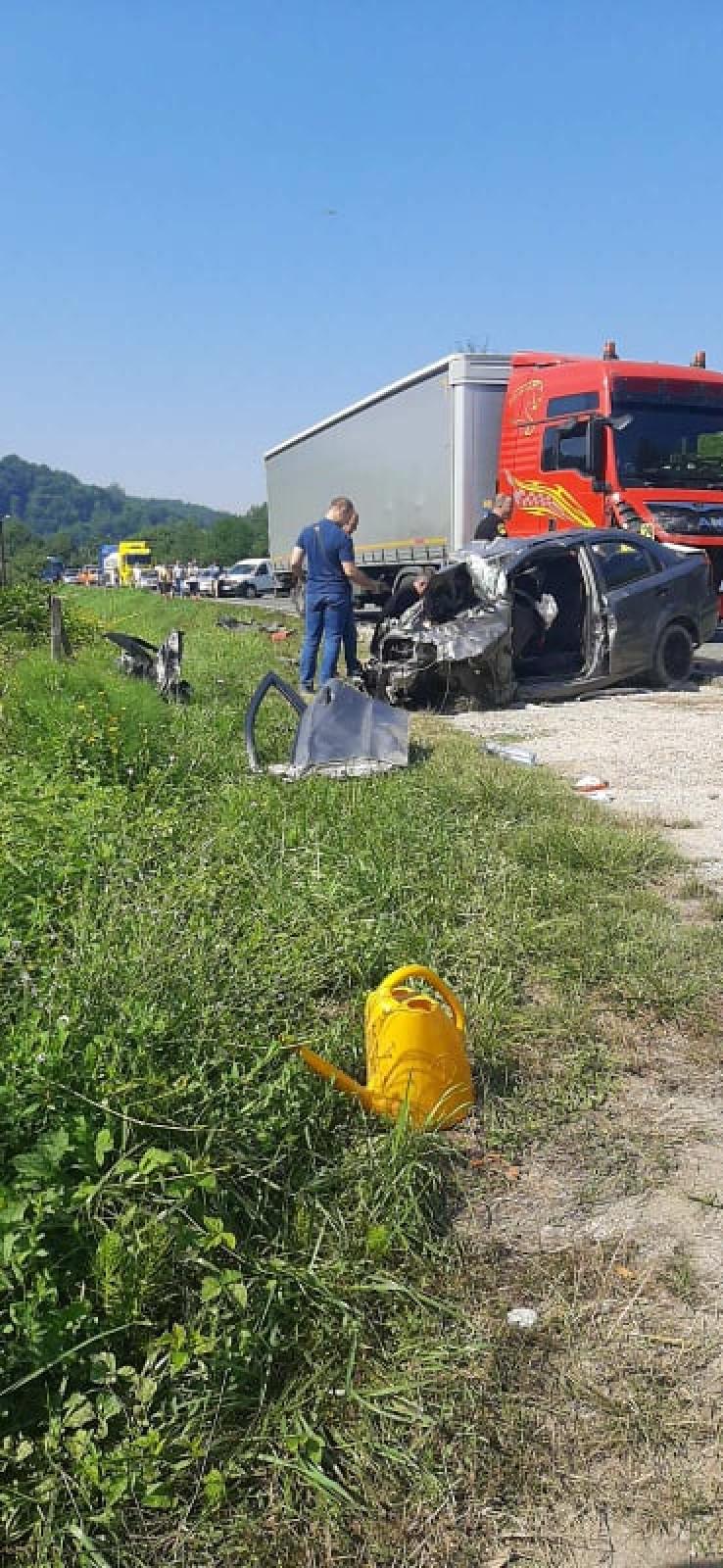 Stravična fotografija s mjesta nesreće