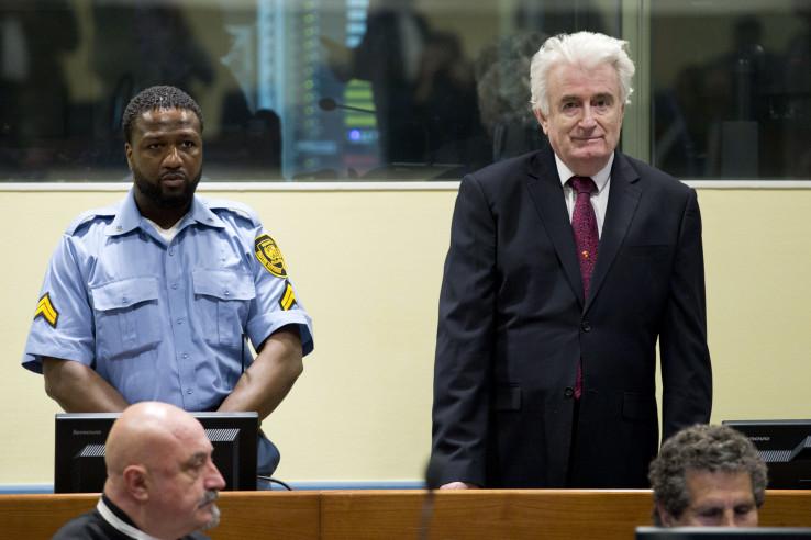Karadžić: Prijetio ratom u Skupštini