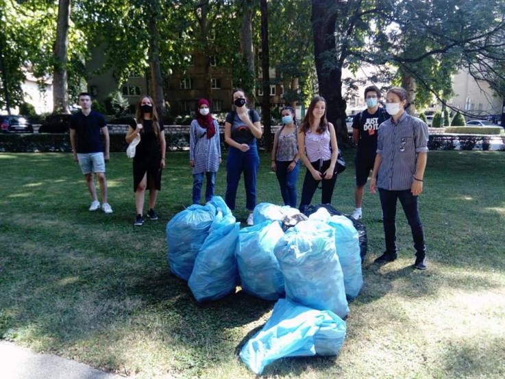 Pokupili otpad iz parka