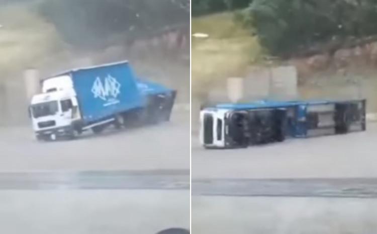 Vjetar prevrnuo kamion s prikolicom
