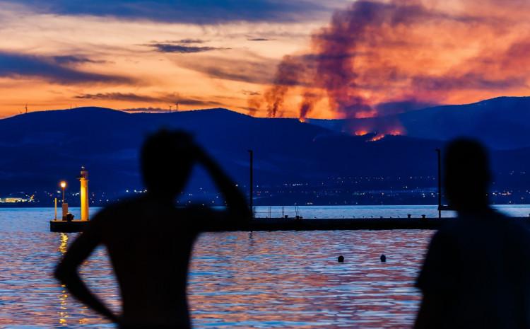 Pogled iz Splita na požar