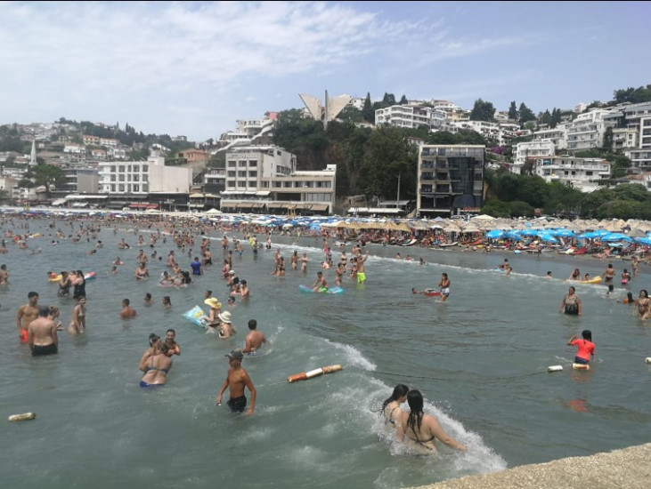 Plaže su pune turista