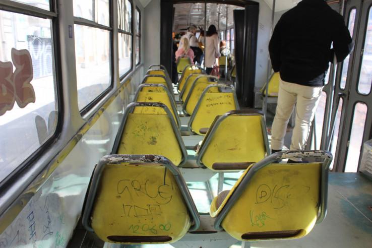 Išarana sjedišta u tramvaju