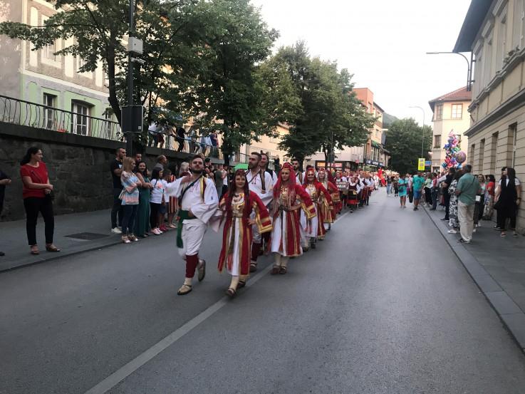 Upriličen svečani defile ulicama grada