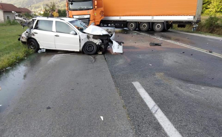 Oštećeno vozilo na licu mjesta