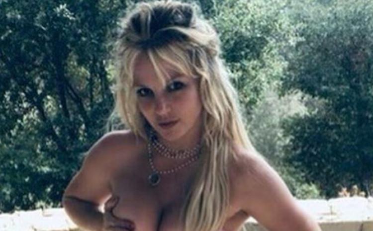 Britni Spirs objavila fotografiju u toplesu i progovorila o trudnoći