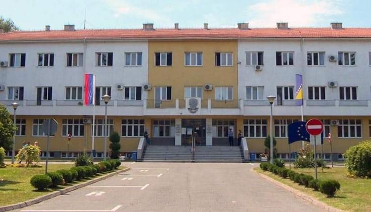 Arhivska fotografija zgrade Gradske uprave sa zastavom BiH