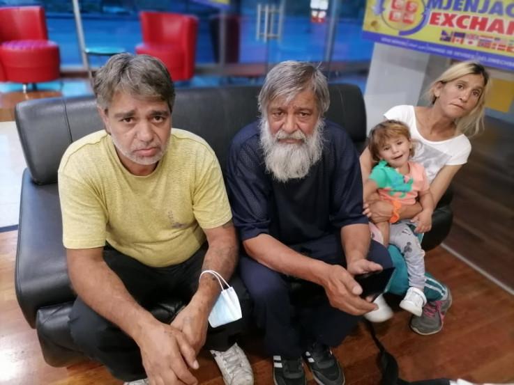 Djevojčicin amidža Mizi, djed Hajrulah i majka Bukurija mole za pomoć