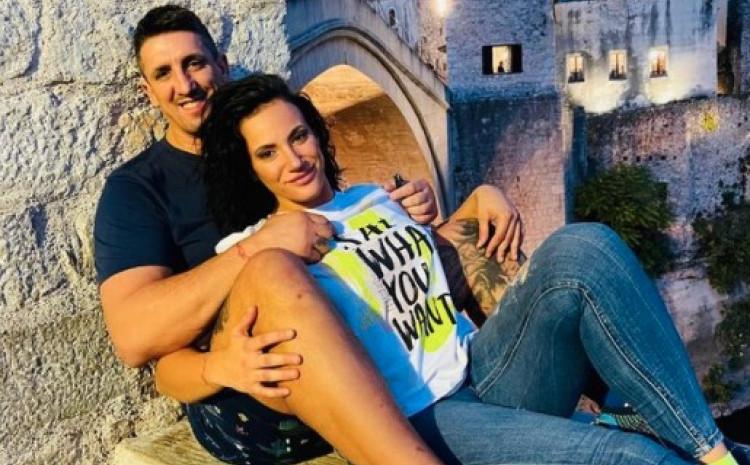 Kristijan s djevojkom u Mostaru