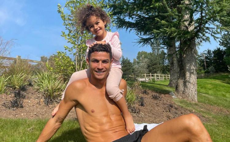 Kristiano Ronaldo s kćerkom
