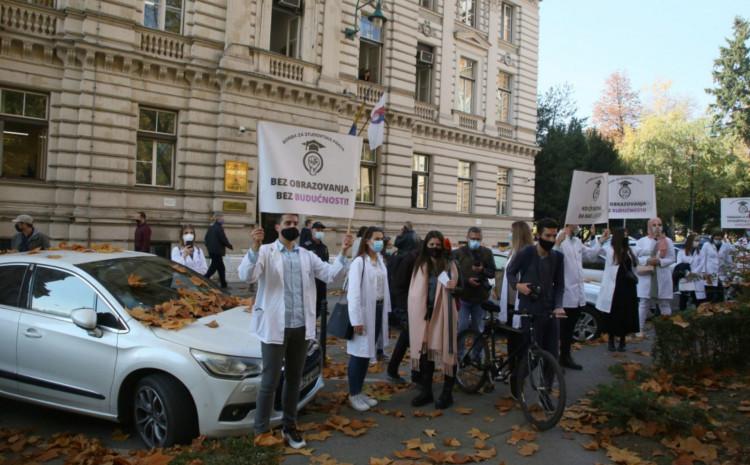 Protesti najavljeni u 12 sati, polazak ispred Doma sindikata