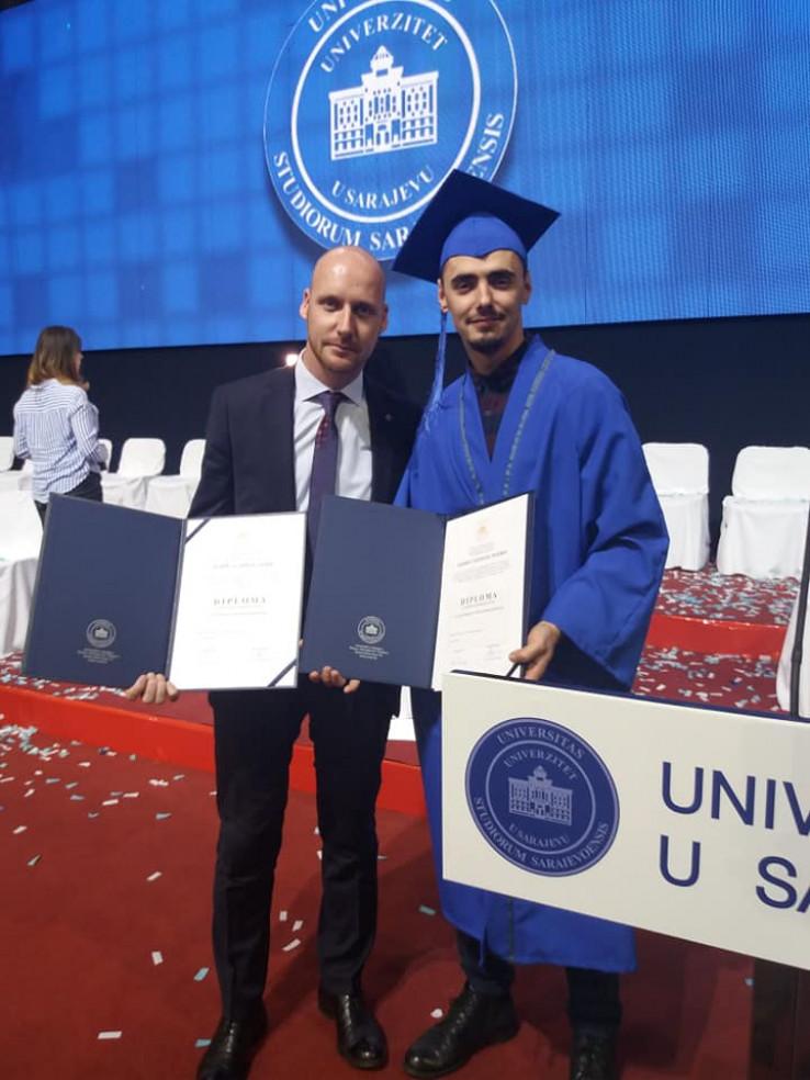 Ramić s kolegom na dodjeli diploma
