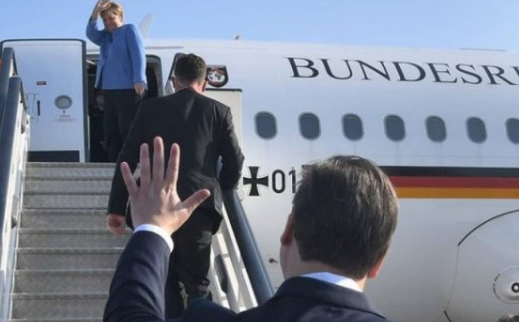 Vučić ispratio Merkel na aerodromu