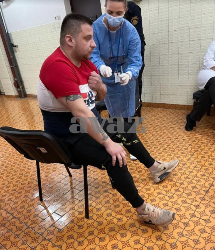 Emir Porobić se prvi vakcinisao