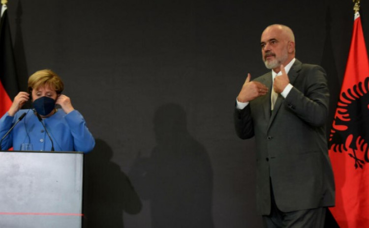 Merkel i Rama na press konferenciji nakon sastanka u Tirani