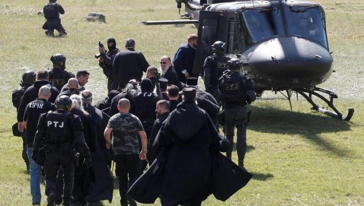 Čelnici SPC-a vojnim helikopterom su dovezeni na Cetinje