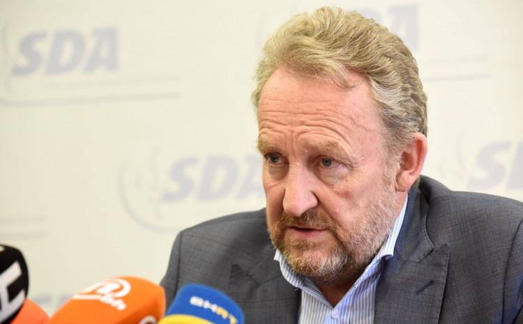 Izetbegović: Samo rascjepkana opozicija ga može spasiti