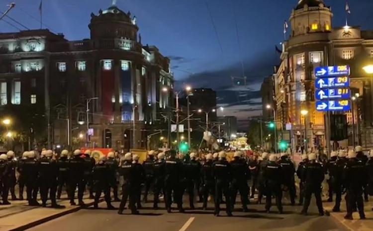 Policija zaustavila antivaksere