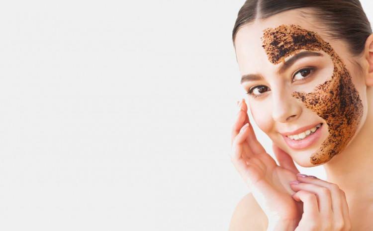 Jednostavan recept za masku od kafe učiniće lice svježim i zategnutim