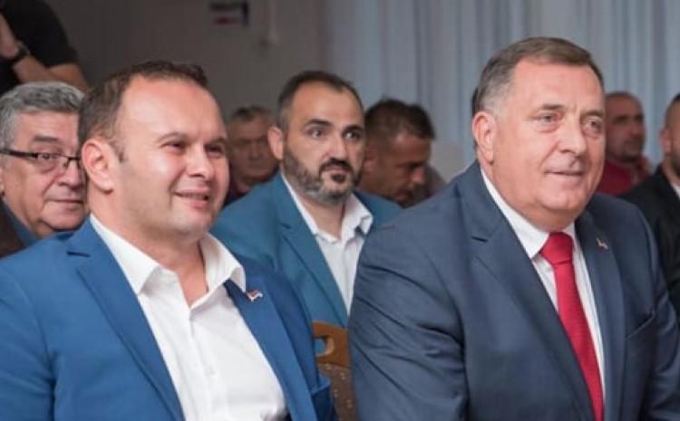 Ljubiša Ćosić sa svojim predsjednikom Miloradom Dodikom
